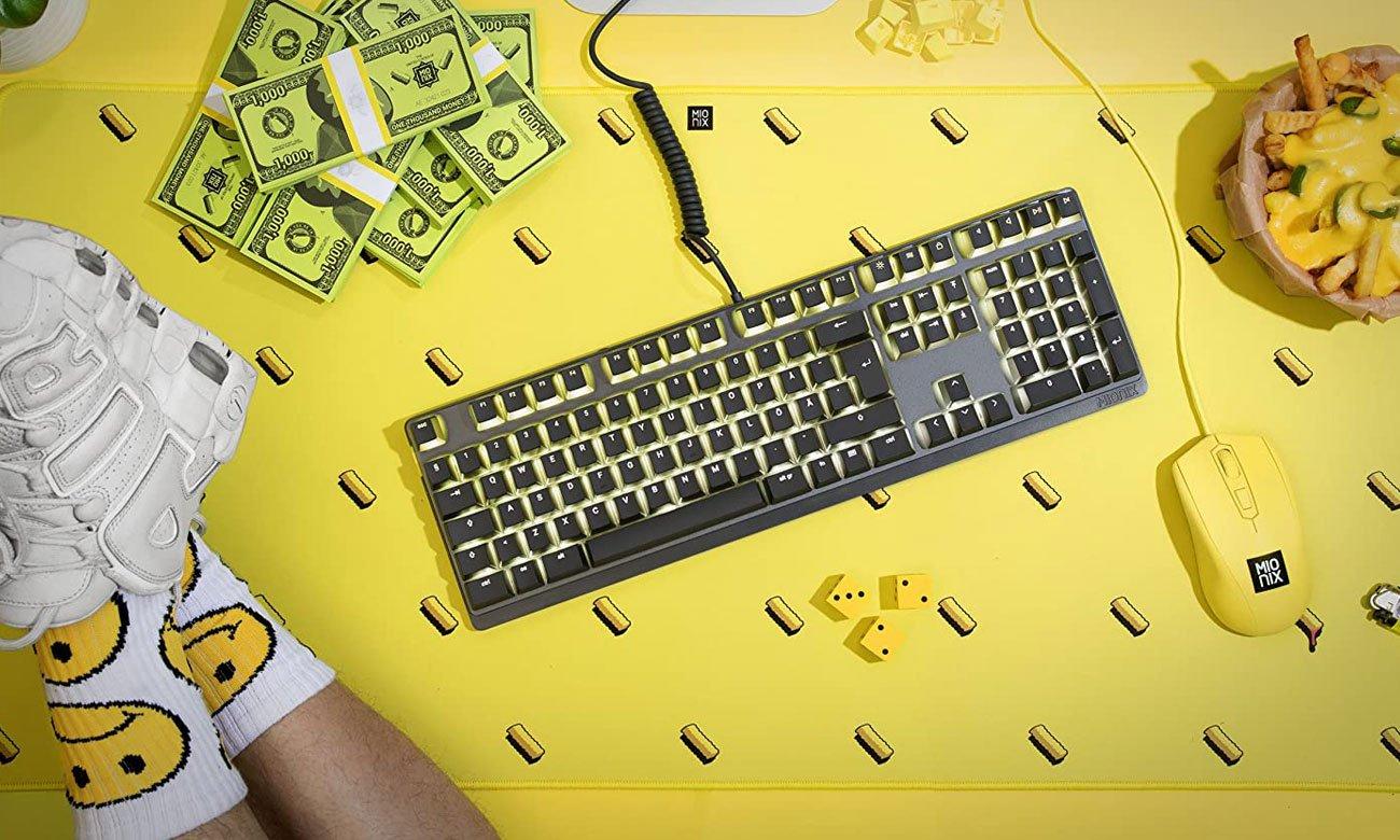 Podkładka Mionix Desk Pad French Fries oraz Mionix Desk Pad Shark Fin w cenie 49,99 zł