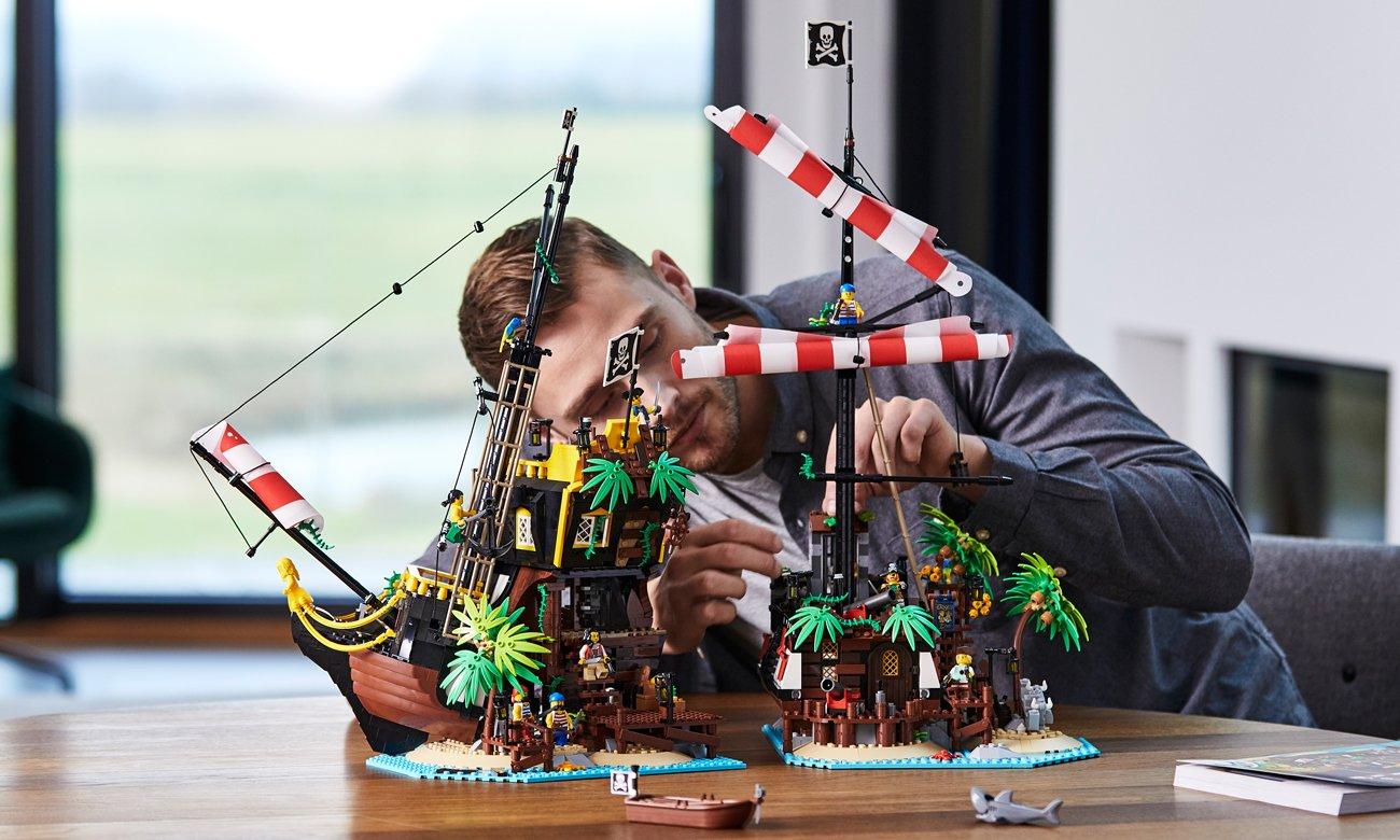 LEGO 21322 Ideas - Piraci z Zatoki Barakud