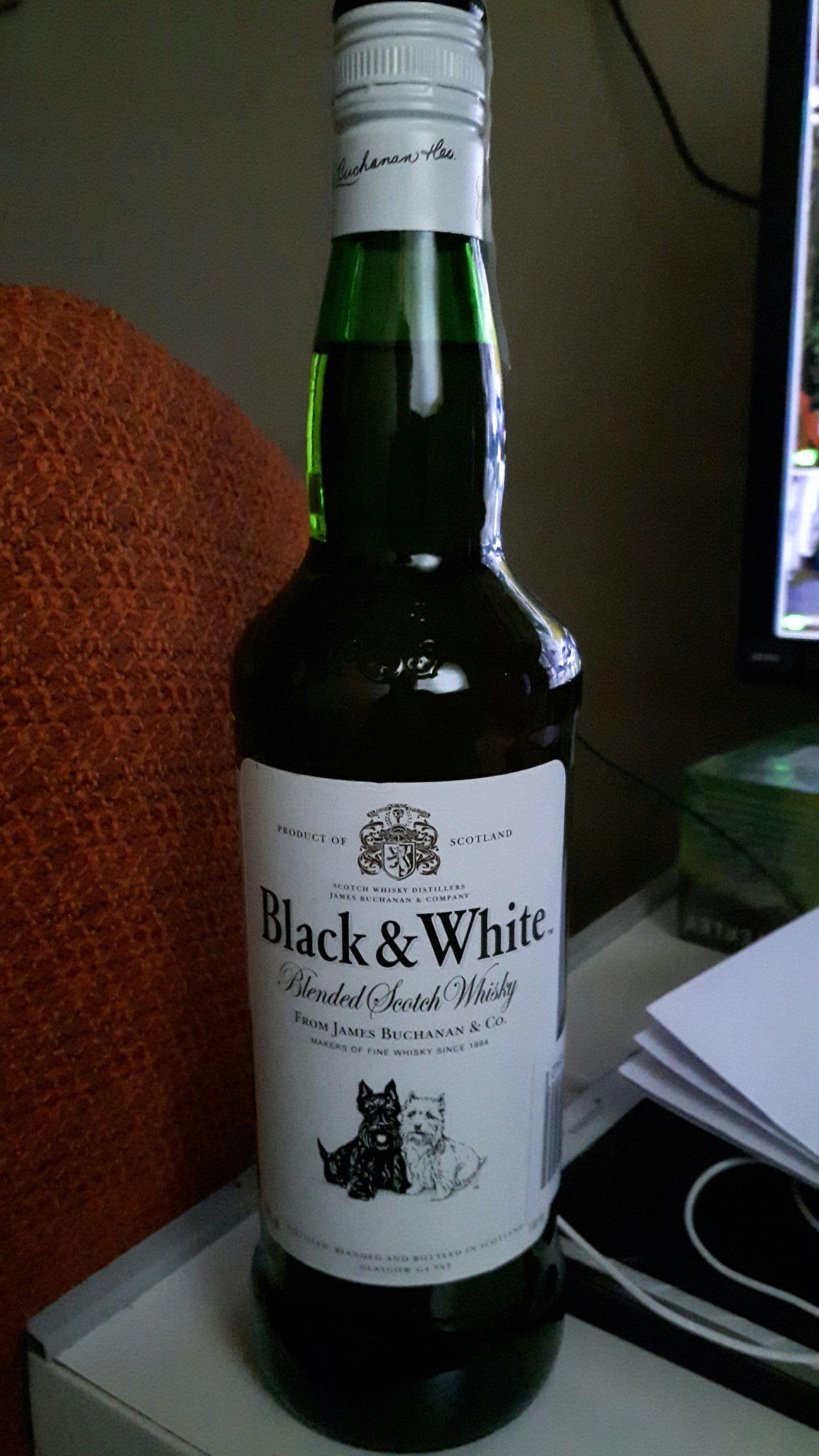 Whisky Black & White 0.7l błąd cenowy, Intermarche Gdańsk.