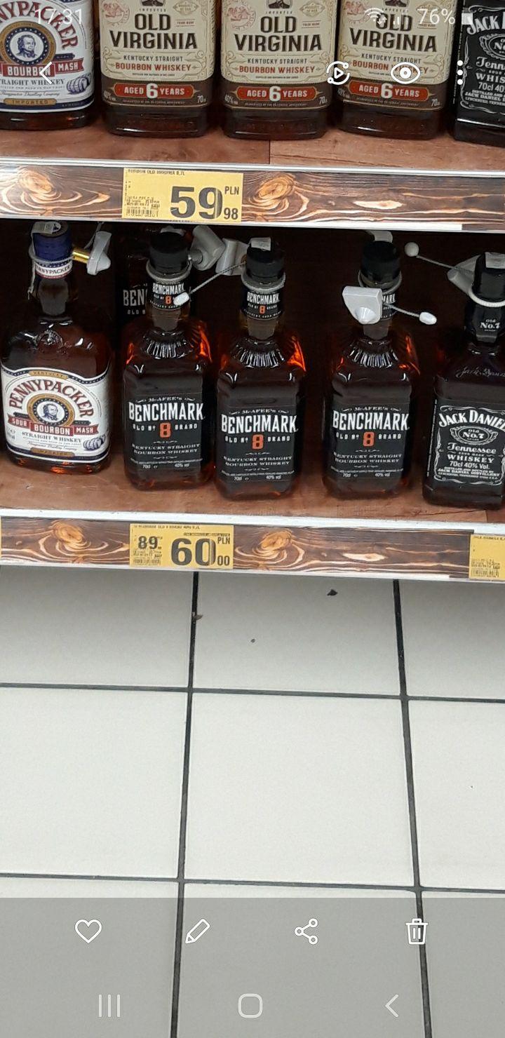 BENCHMARK OLD 8 BRAND 0,7 Whiskey Bourbon Auchan Katowice DTŚ