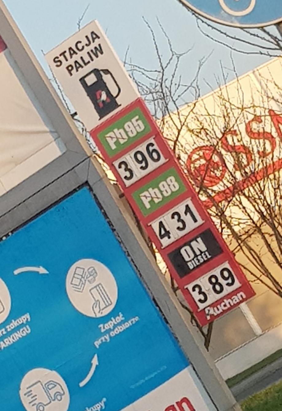Auchan Racibórz- ON 3.89 zł/l, benzyna 95 - 3.96 zł/l.