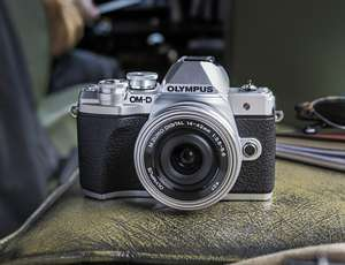 Aparat Olympus E-M10 Mark III + EZ-M1442 IIR + ED 40‑150 R Traveller Kit @Euro