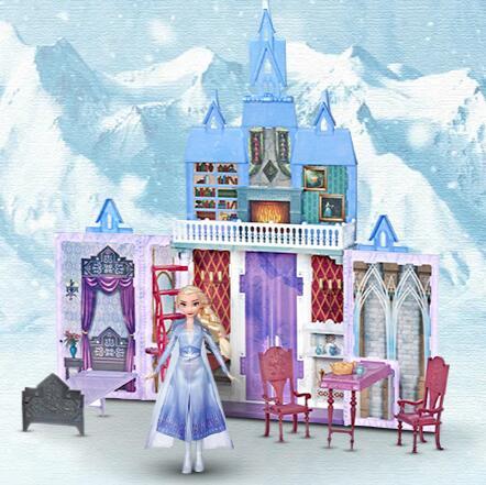 Zamek Arendelle z lalką Elsą w prezencie