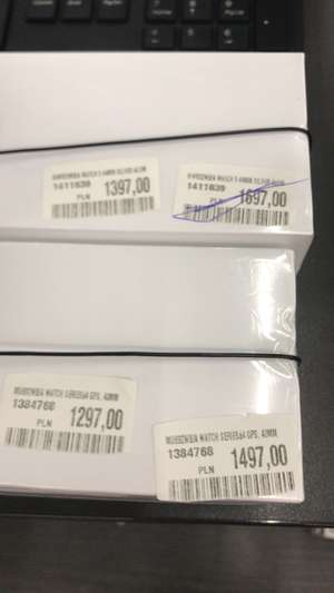 Media Markt Tychy Apple Watch 4 40 mm Gold GPS za 1297, Apple Watch 5 Silver 44 mm GPS za 1397,