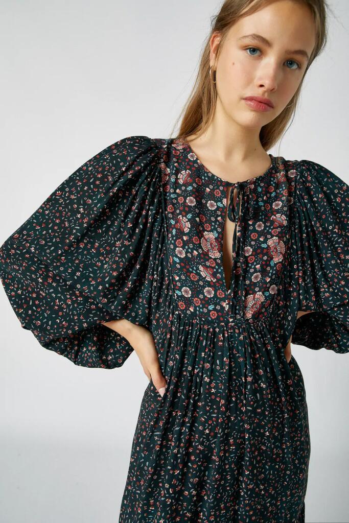 Pull & Bear wyprzedaż granatowa ładna sukienka dobry skład 100% wiskoza
