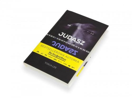Judasz, Tosca Lee