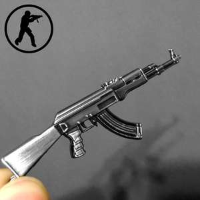 Brelok do kluczy w kształcie broni z CS-a (Aliexpress)