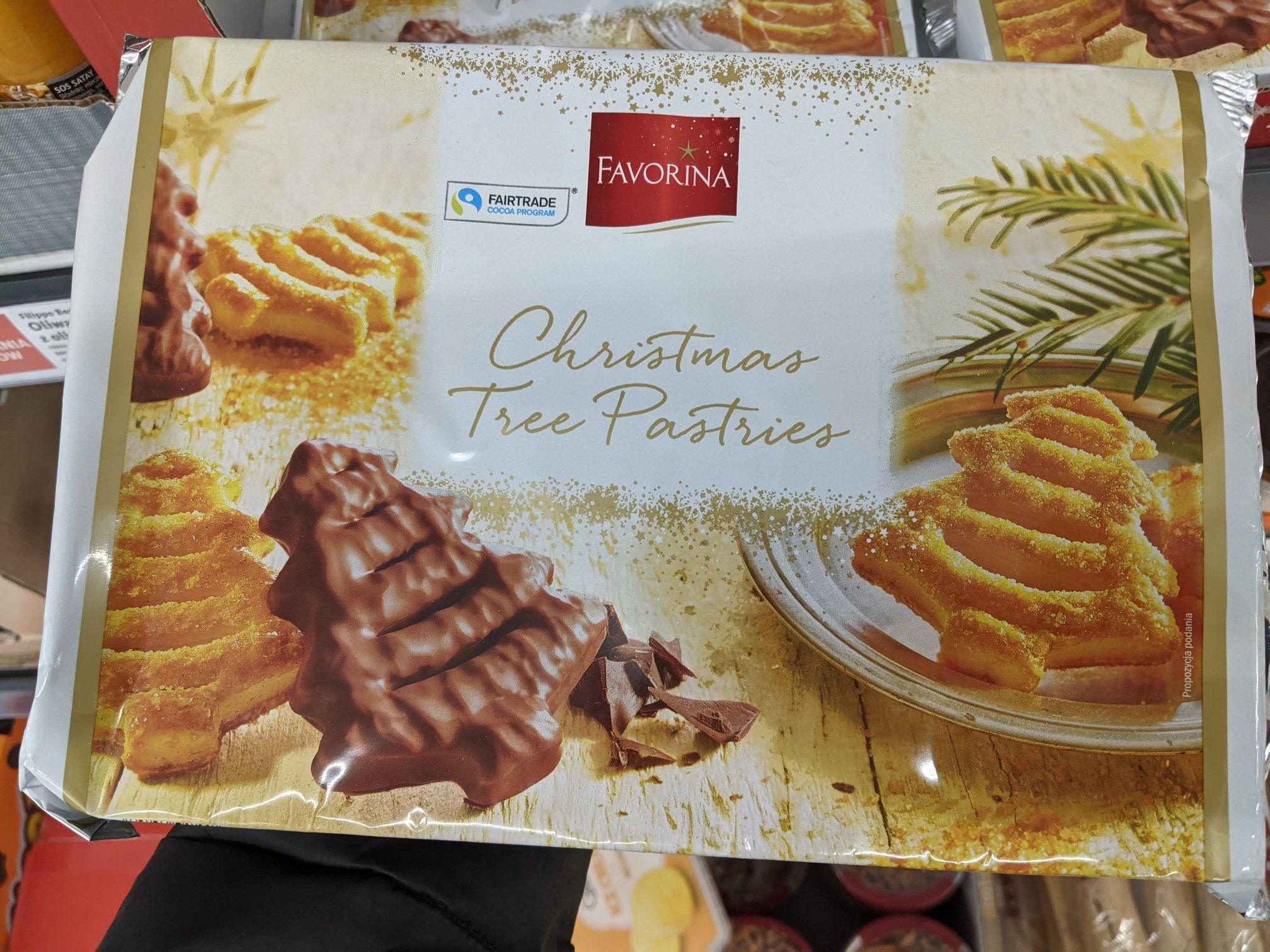 Maślane choinki z ciasta francuskiego, częściowo pokryte mleczną czekoladą 27% FAVORINA. Lidl Katowice