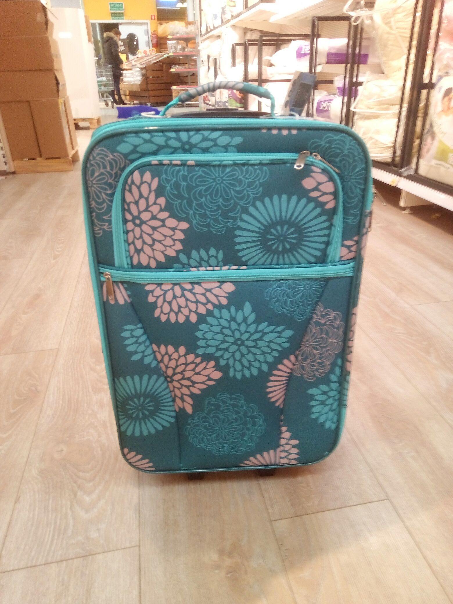 Tesco - walizka za 24,99 złotych