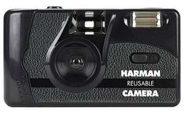 Aparat fotograficzny analogowy Harman Camera + 2 filmy Kentmere Pan 400 / 36