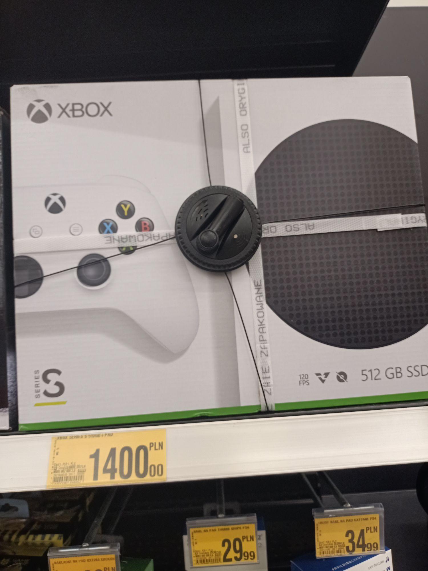Xbox series S z dodatkowym padem. Auchan Olsztyn