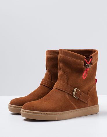 Damskie skórzane buty za 99zł (-160zł) @ Bershka