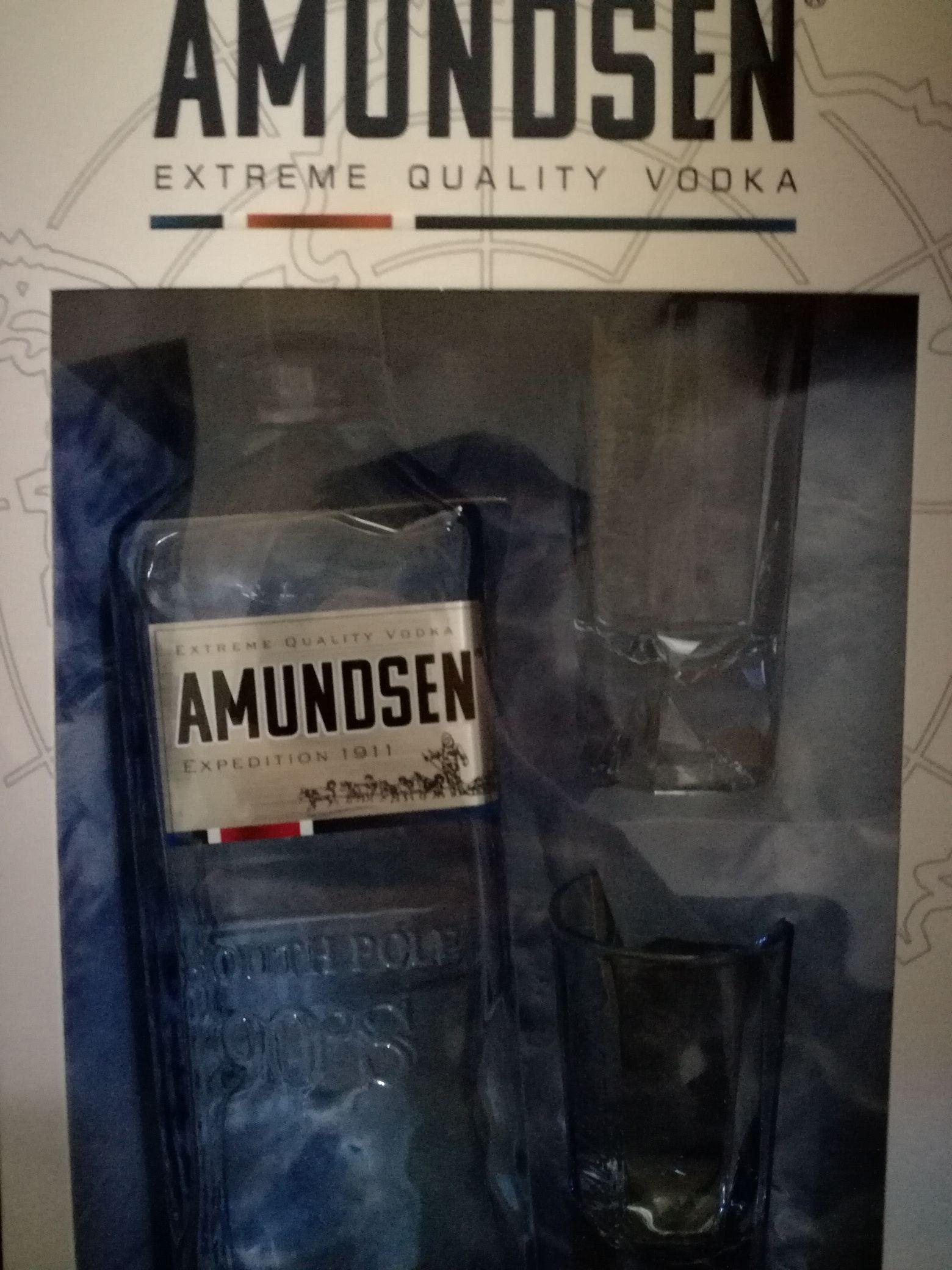 Wódka Amundsen 0,5l + 2 kieliszki TESCO