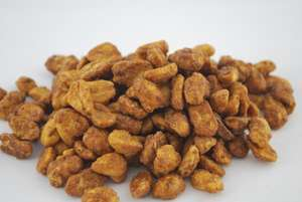 Orzeszki ziemne  w karmelu 8,90 za kilogram w Biedronce.