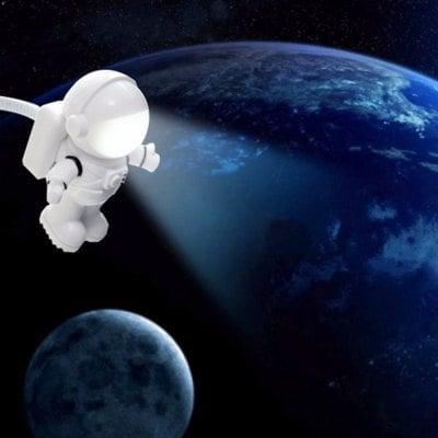 Kosmonauta lampka LED na USB za $1.99 @ Gearbest