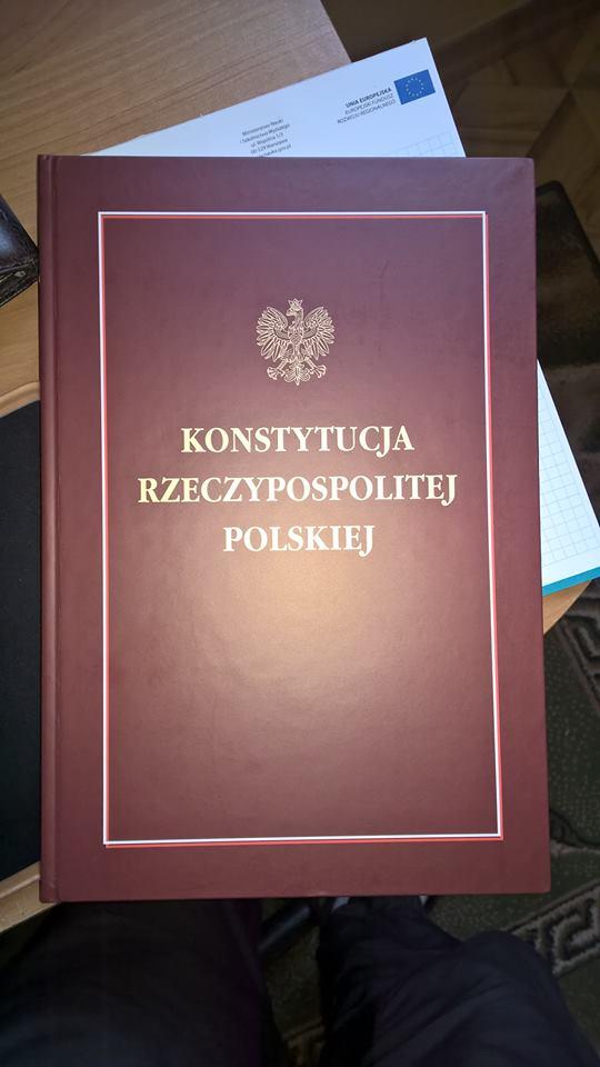 Konstytucja RP z autografem Marszałka Sejmu Radosława Sikorskiego