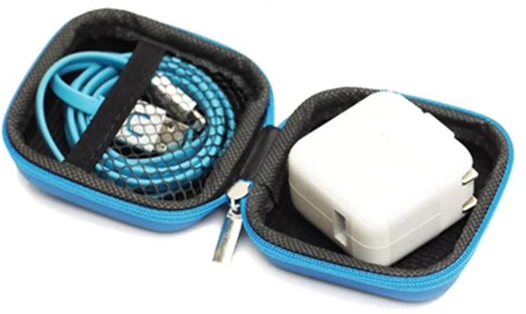 Niebieskie etui na  słuchawki 2,99PLN z revolut