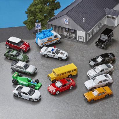 Zestaw 20 różnych modeli samochodów w wersji mini w cenie 44zł @ Aldi
