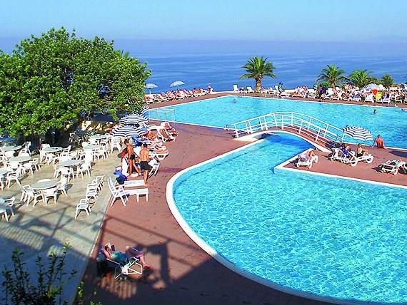 Włochy hotel Torre Normanna z basenem , wersja HB