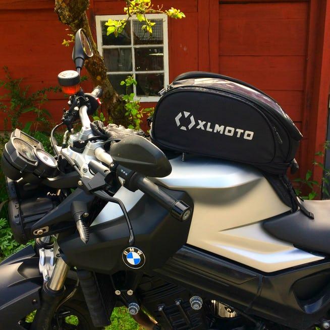Swietna torba na bak do motocykla.