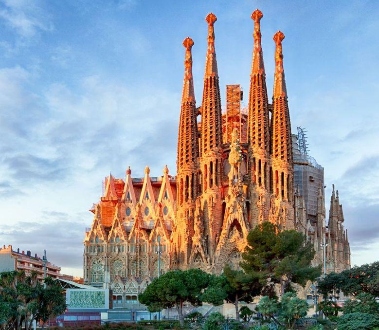 Urlop w Hiszpanii: 3* hotel z HB od 1105 złWyloty 6 października z Warszawy lub Katowic na Costa Brava na tydzień.