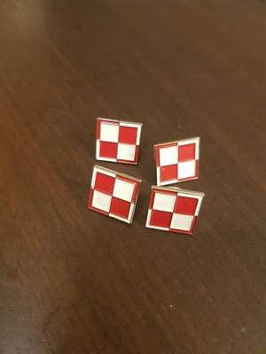 Przypinka szachownica lotnicza