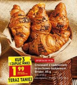 croissant francuski z nadzieniem orzechowo-kakaowym, 17-19/06, przy zakupie 3szt., Biedronka