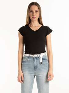 T-shirt basic z dekoltem w szpic - @gate.shop