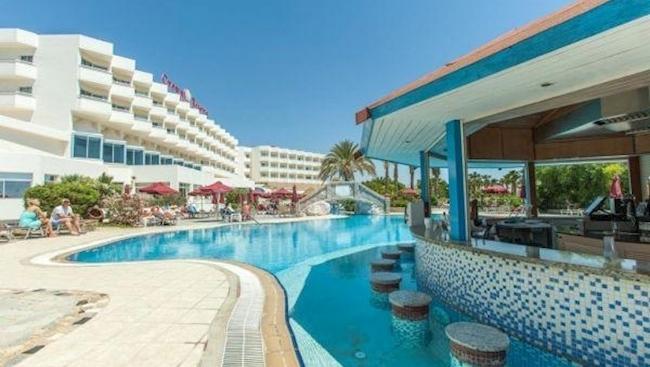 Cypr(Pafos): 4* hotel Crown Resort Horizon z HB