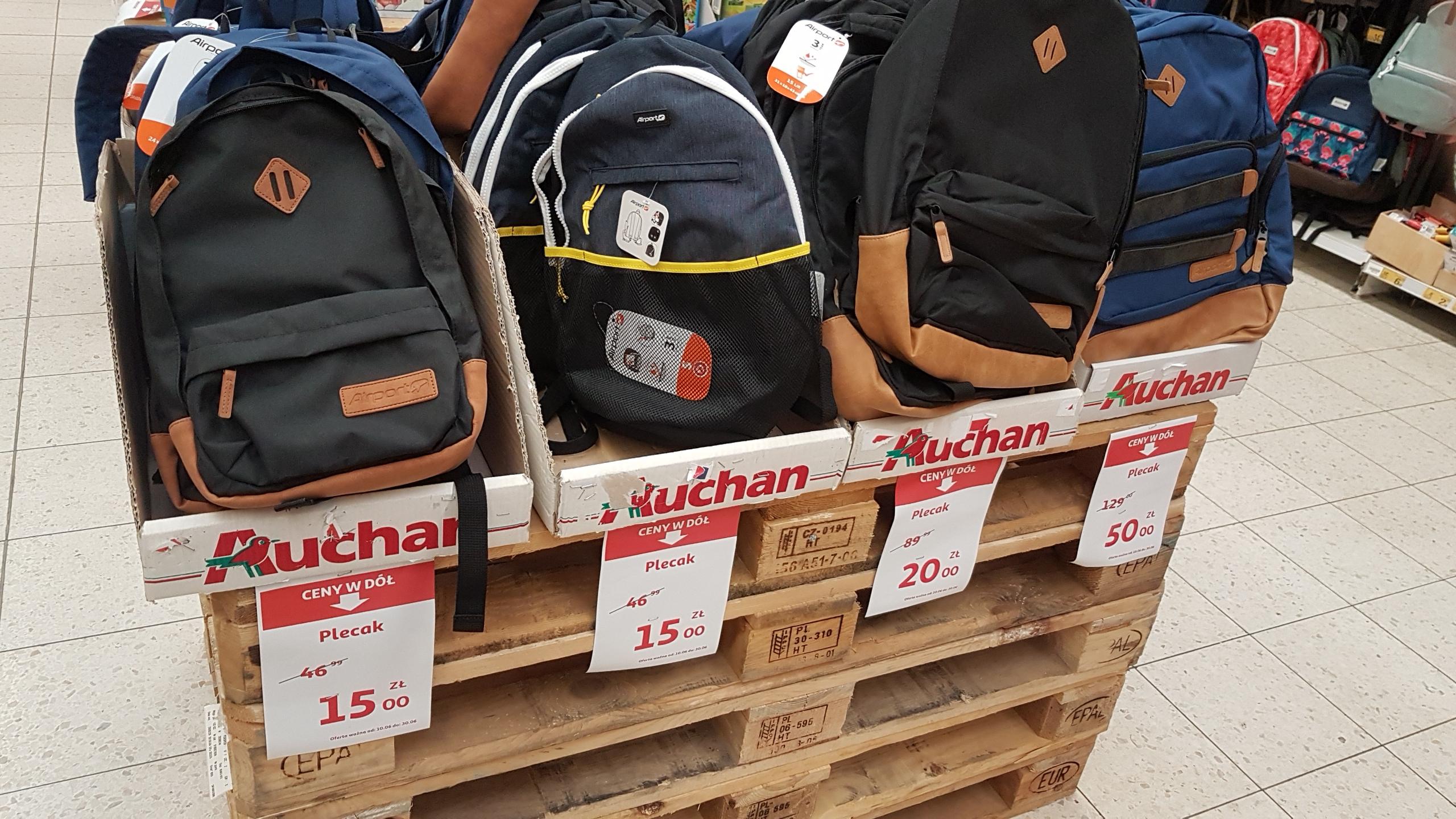 Wyprzedaż plecaków Airport w Auchan