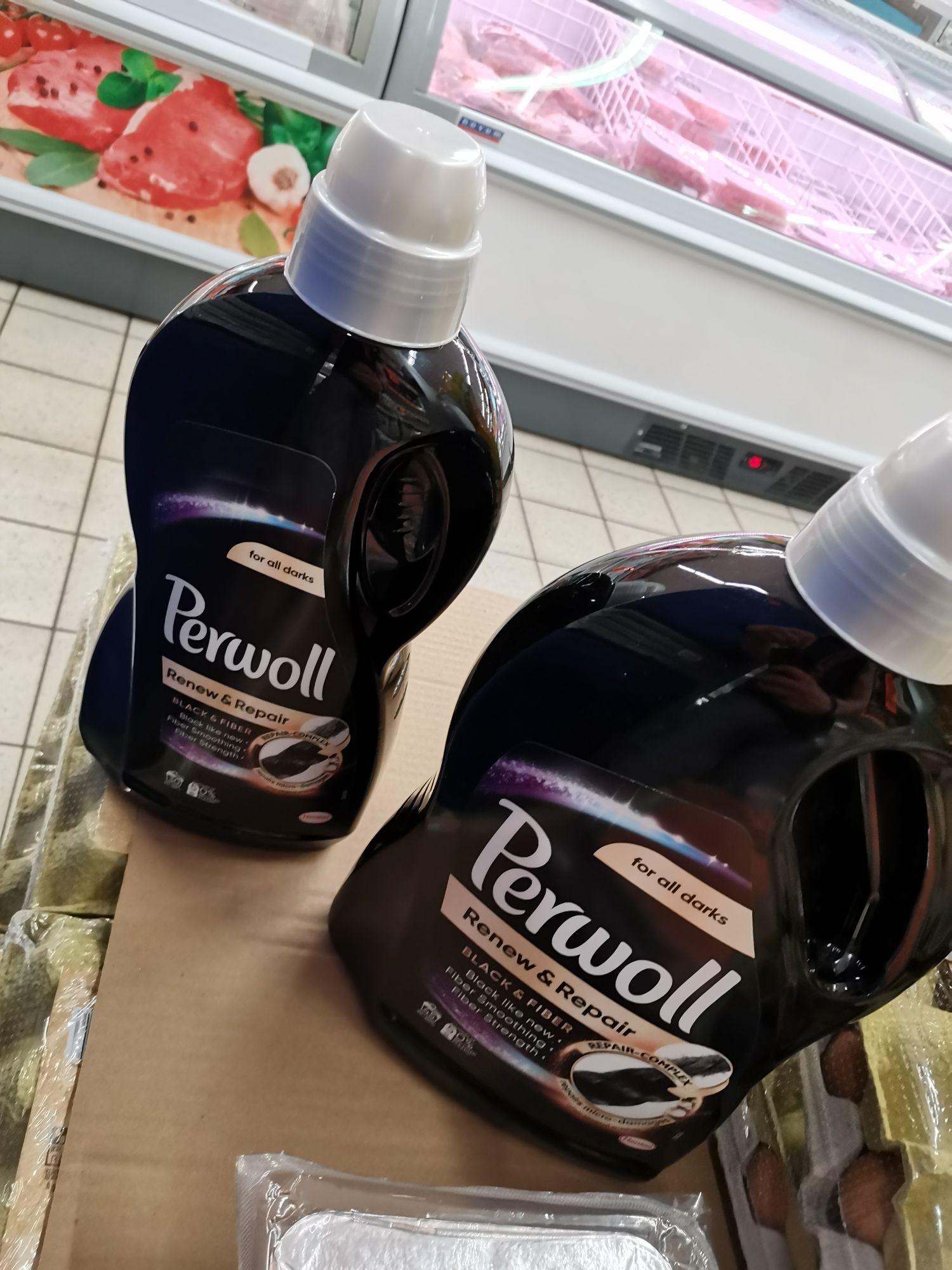 Perwoll Black 2.7L, Biedronka, tańszy niż 1.8L
