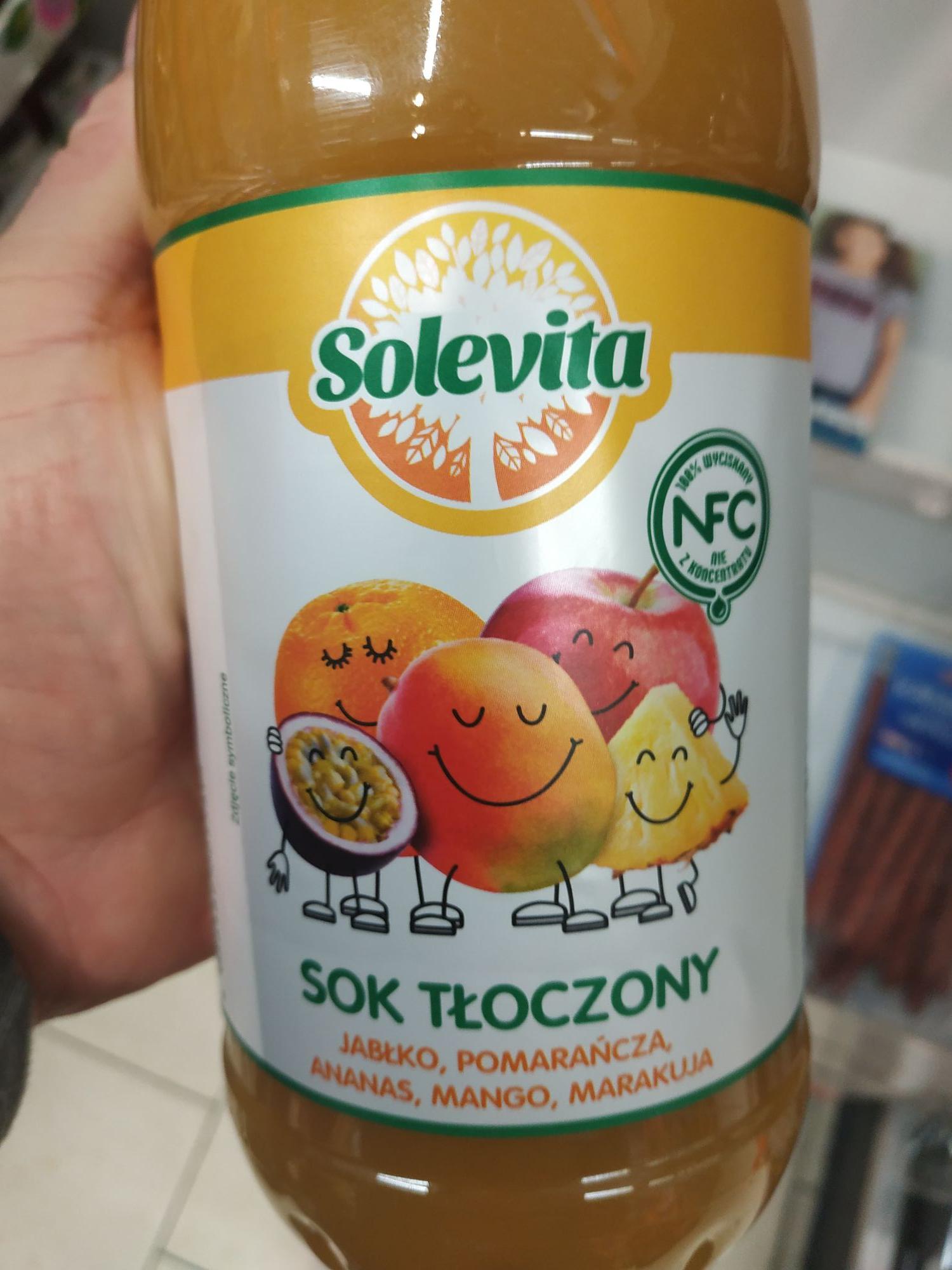 Lidl Sok tłoczony wieloowocowy bezpośrednio tłoczony z jabłka, pomarańczy, ananasa, mango i marakui 1l Solevita