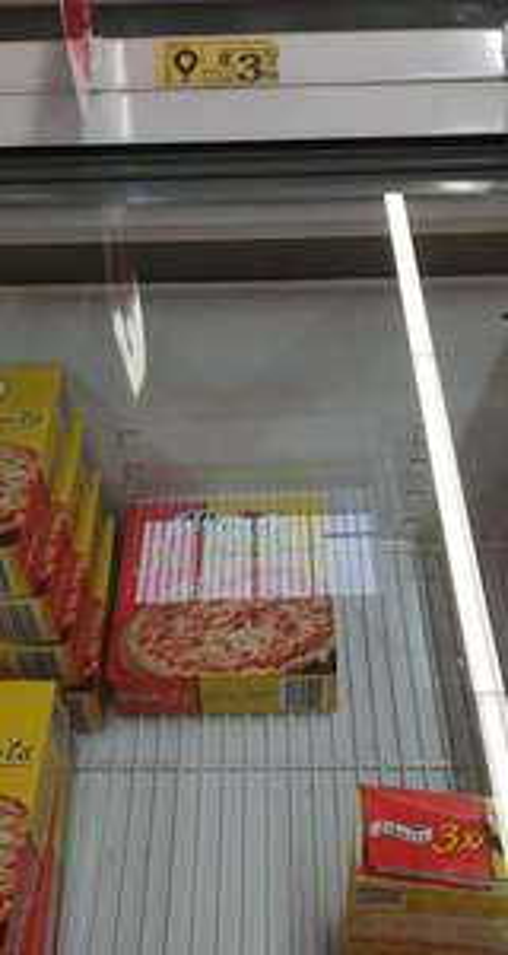 Auchan Katowice 3 stawy 3x pizza Alberto z szynką